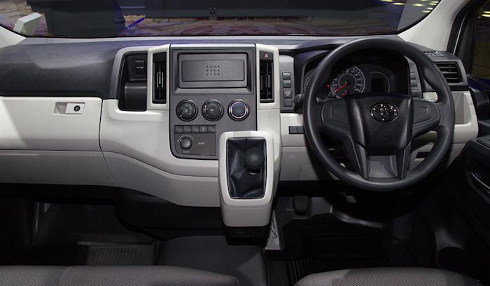 ภายในห้องโดยสารของ Toyota Hiace 2019