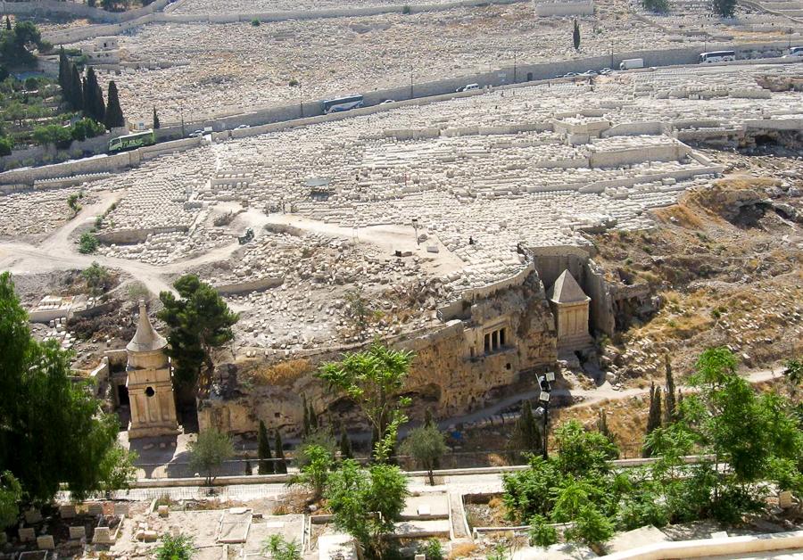 Кладбище на Масличной горе и гробницы Авессалома, Бней  Хазир и Захарии. Вид с Храмовой горы.