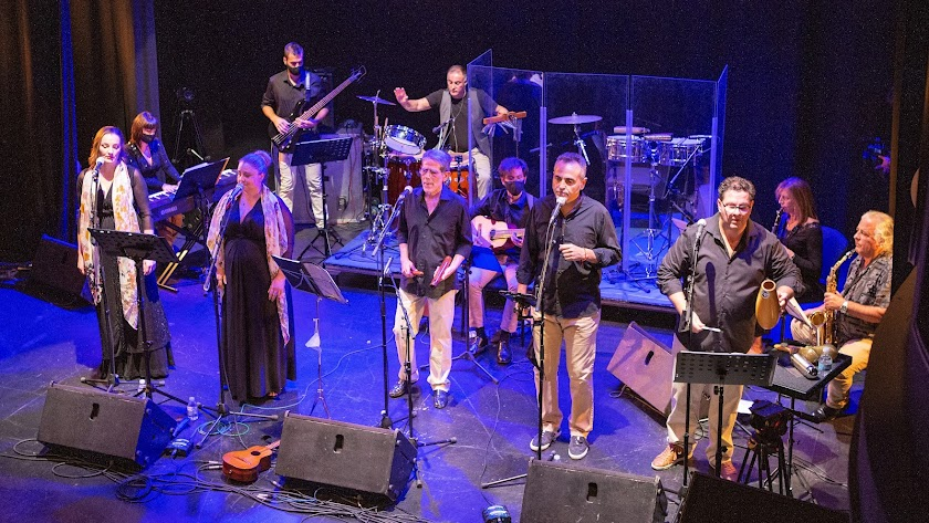 Los integrantes de Nuevos Aires en una de sus actuaciones en Almería