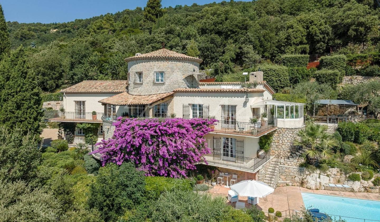 Villa with terrace Cabris