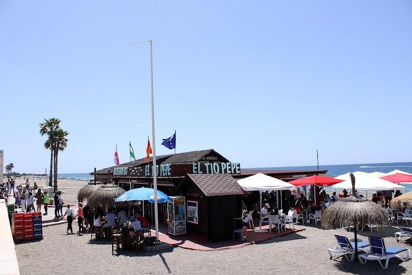 Los almerienses llenan las playas y la hostelería