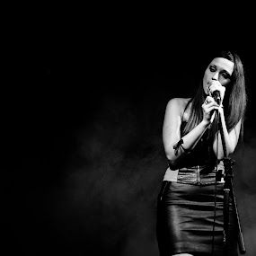 Singer in the dark by Livio Siano - People Musicians & Entertainers ( music, gothic, black and white, metal, singer, musician, b/n )