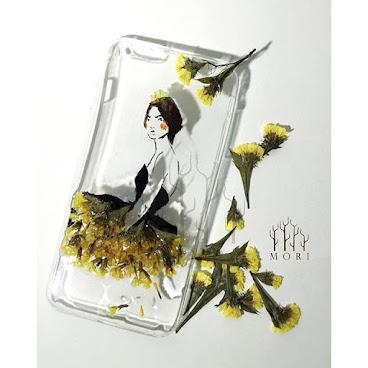 Flower Fashion 系列.1 $150  乾花加上時裝 製造出味道不一樣的手機殼 在芸芸壓花藝術中,送你一點獨特美  查詢whatsapp:65421768  #beauty #mori #手飾 #送 #禮 #girl #個性的  #個性 #diy #頸鏈 #tailormade #hkig #hkshop #hkgirl #hkgirlshop #case #iphone #flower #fashionable #fashion #禮物 #聖誕禮物 #手機殼 #手機配件