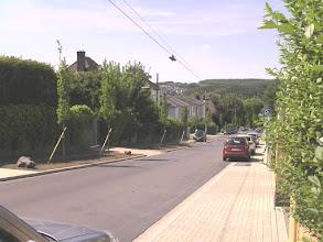 Photo: DIe Christian-Rohlfs-Straße von der Villa Springmann aus abwärts gesehen. Ganz im Hintergrund links der Kuhlerkamp.