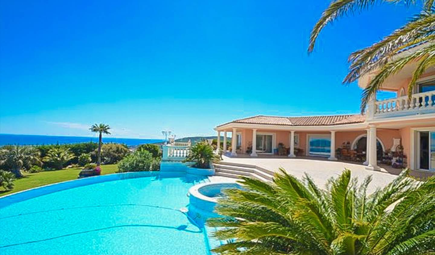 Villa with pool and garden Les issambres