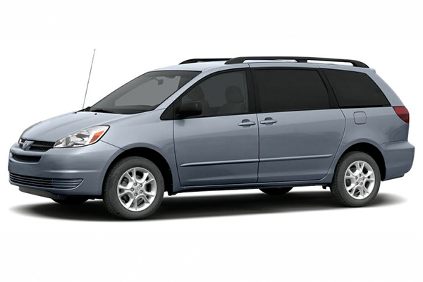 angular-front-of-the-Toyota-Sienna-2005
