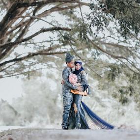 Malaysian couple by Mohd hafizan Ilias - Wedding Bride & Groom ( love, malay wedding, malaysia traditonal wedding, wedding dress, malaysia wedding photographer, traditional, traditional wedding, bride and groom, bride, groom, flower )