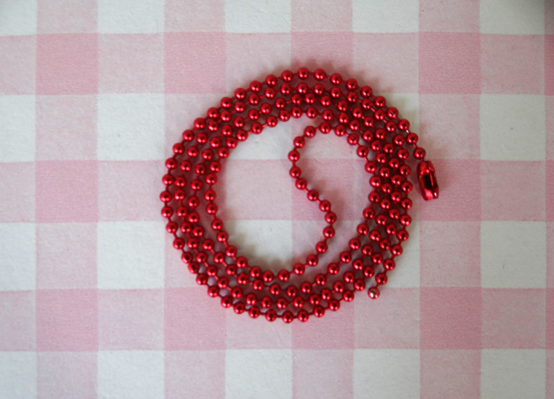 Ball chain rood.jpg