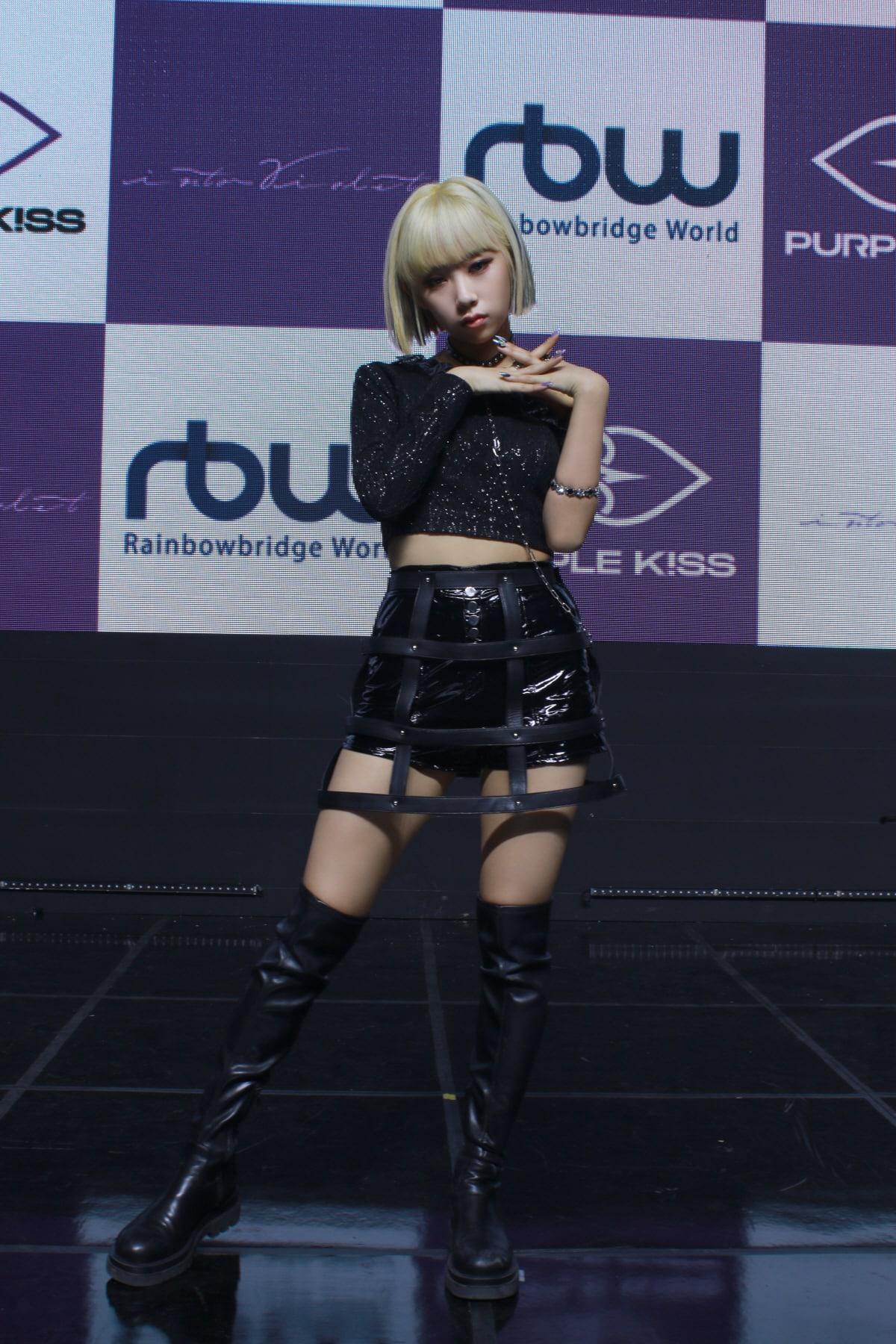 purple-kiss-4