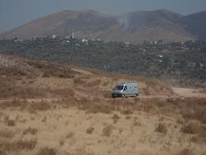 Photo: Piste avec derrière la montagne qui brule