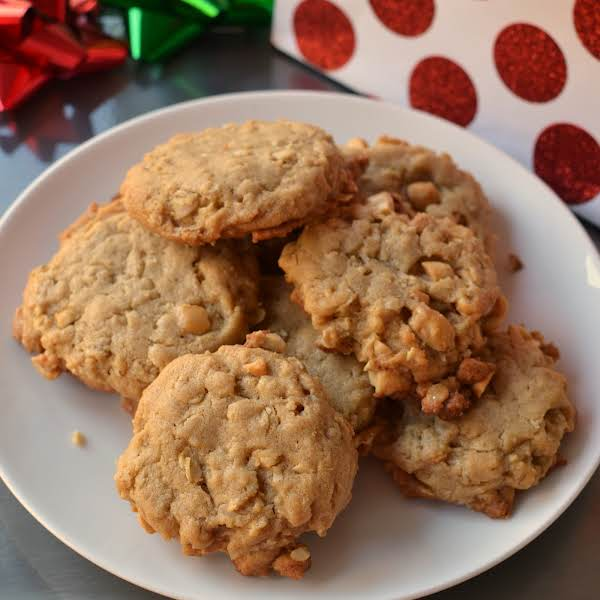 Oatmeal Peanut Butter Cookies Are Delectable Soft Melt In Your Mouth Treasures.  The Recipe Is Quick And Easy To Follow With Options For Splitting The Batch And Adding Chopped Peanuts Or Chocolate Chips.