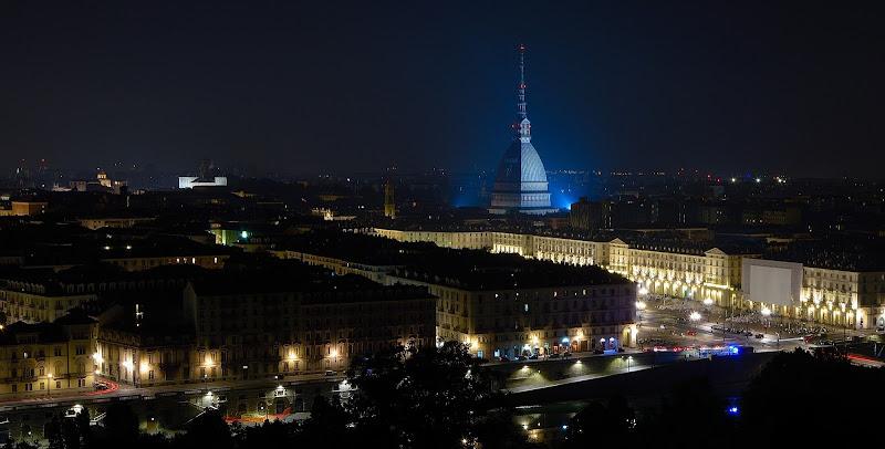 Una città non è disegnata, semplicemente si fa da sola. Basta ascoltarla, perchè la città è il riflesso di tante storie. (Renzo Piano) di Steo