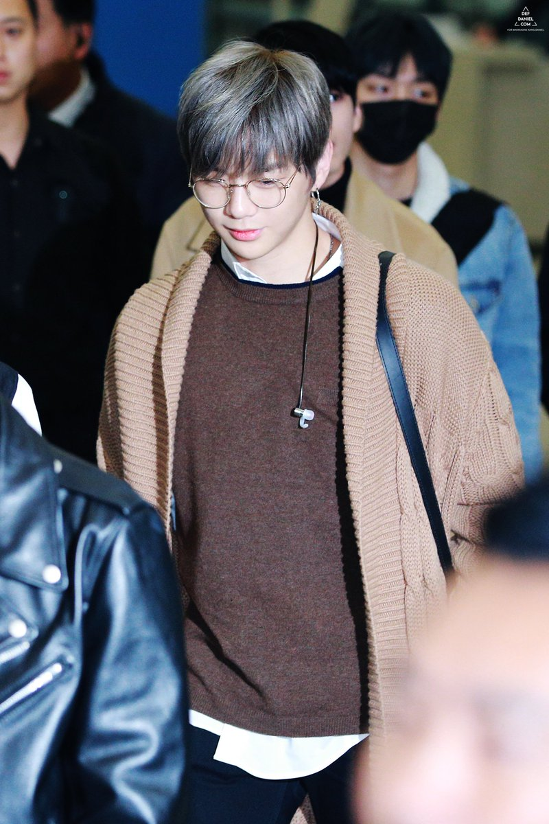 10+ Pictures Of Kang Daniel's Unique Taste In Fashion