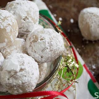 Easy No-bake Vegan Snowball Cookies.