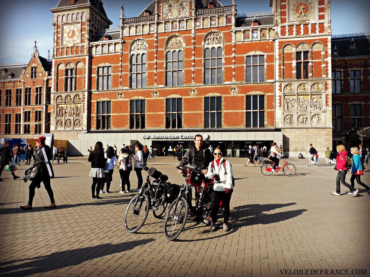 L'Arrivée à Amsterdam Centraal avec nos vélos