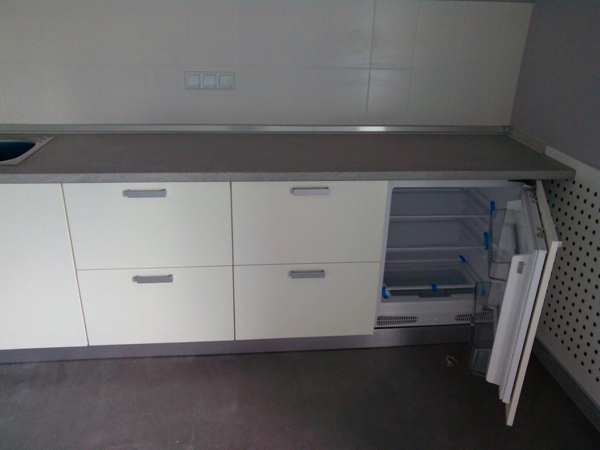 Встроенный холодильник - Модульная офисная мебель, Металлические каркасы столов, Мебельные опоры ✆ 0679245444