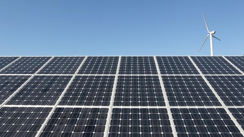 Imagen de una placa de paneles solares.