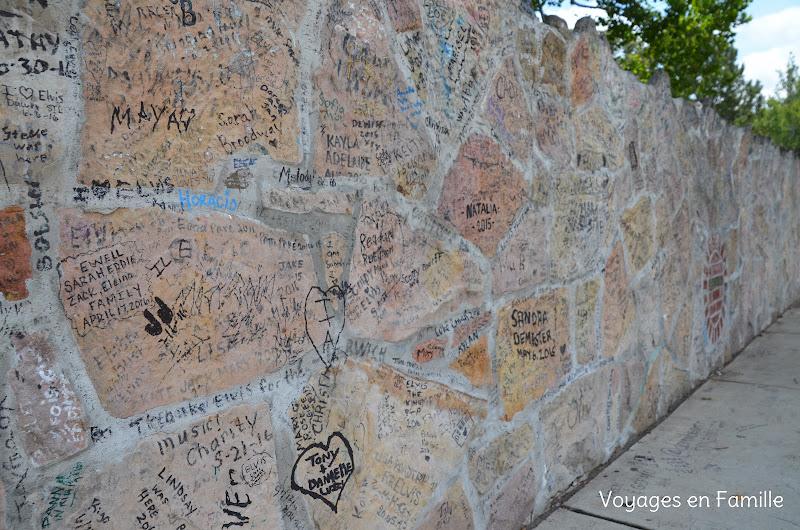 Graceland outside wall
