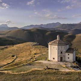 Rocca Calascio by Erik Pettinari - Landscapes Travel ( italia, travel, landscapes, landscape, italy, travel photography )
