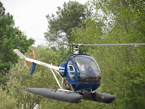 Photo: Hugues 300 à flotteurs