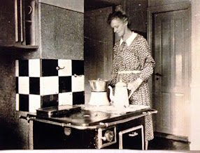 Photo: Anna Andreasen, ved komfuret i køkkenet ved Brugsen. Gift med uddeler Frederik Andreasen. Uddeler fra 1920 - 1960, hvor sønnen Henri overtog jobbet.