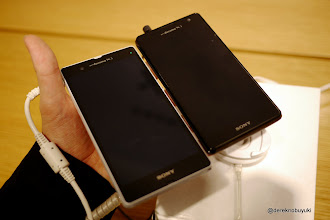 Photo: Xperia Z / Xperia Tablet Z Event: compare the White Xperia Z (left) with the Xperia GX (right) - Front side