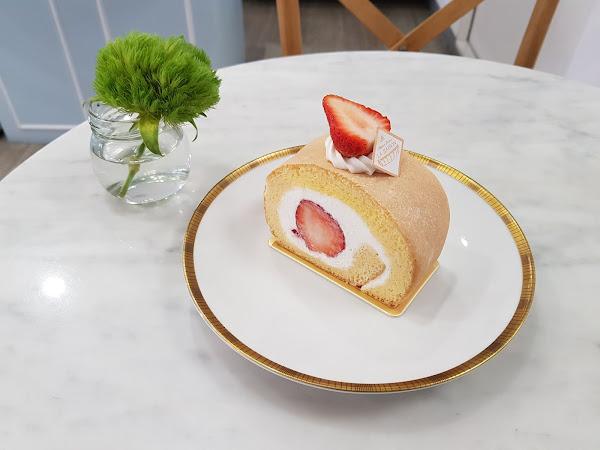 旬蜜法式甜點La Saison Patisserie Formosa。專屬當季的美味,首推好吃又不膩的純生乳捲~~~