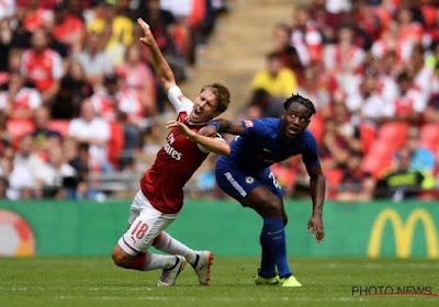 Arsenal s'impose aux penaltys face à Chelsea et ses Belges