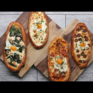 Breakfast Pizza Boats Recipe
