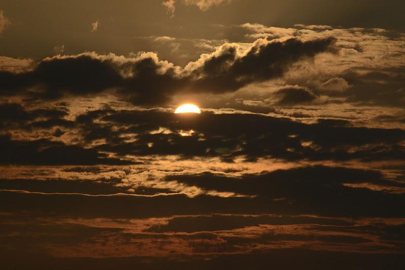 Capolino tra le nuvole...... di vivancove84