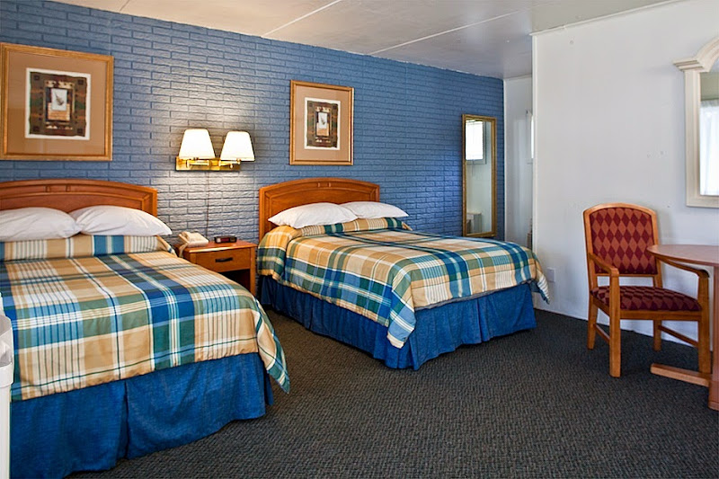 Photo: Guestroom with two double beds