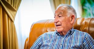 Gabriel Amat, durante la entrevista en su despacho del Ayuntamiento de Roquetas de Mar.