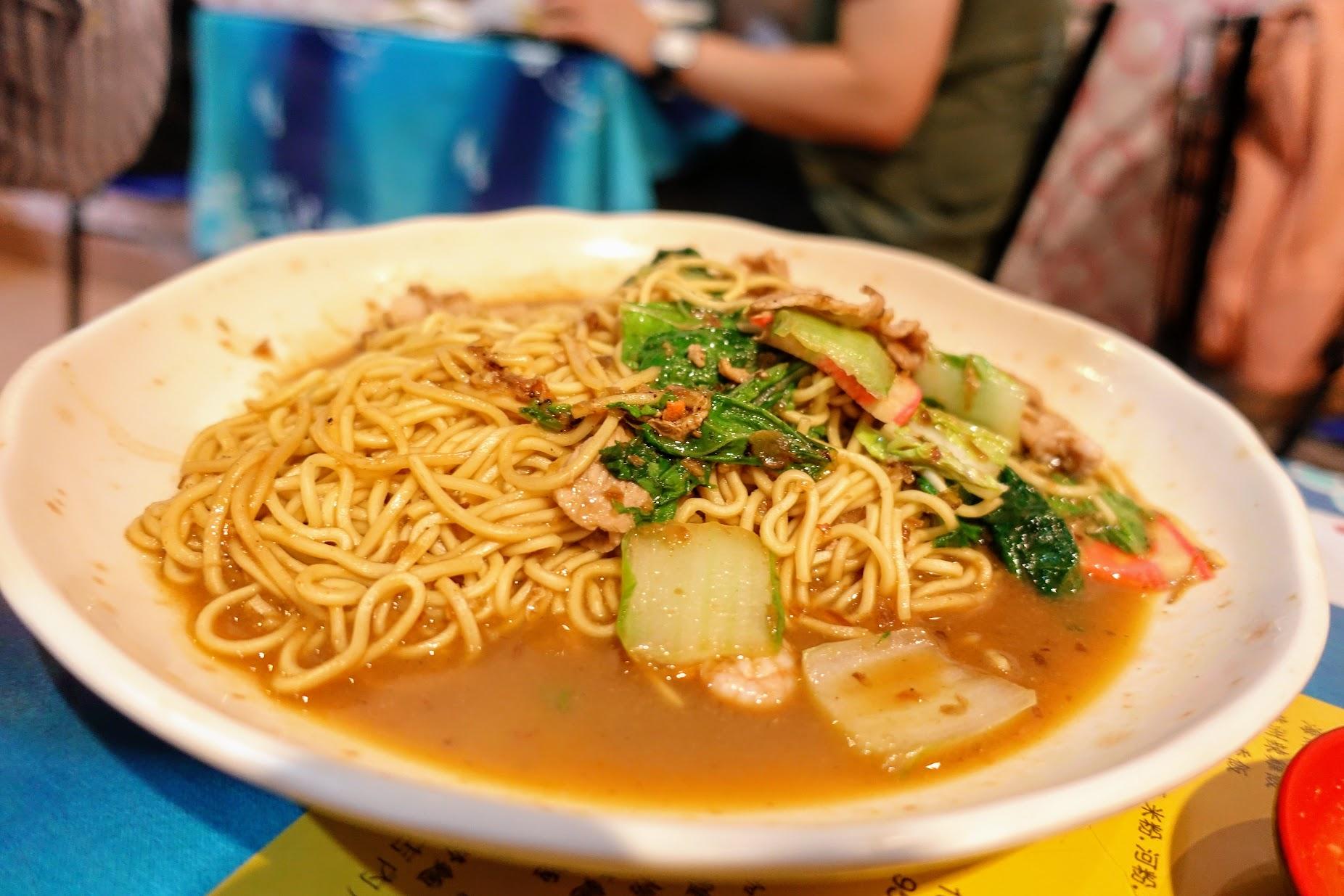 蝦醬炒油麵,份量也很多喔! 帶著一點辣,伴著蝦醬特有的味道拌炒,偏向濕式炒法,所以湯汁頗多的