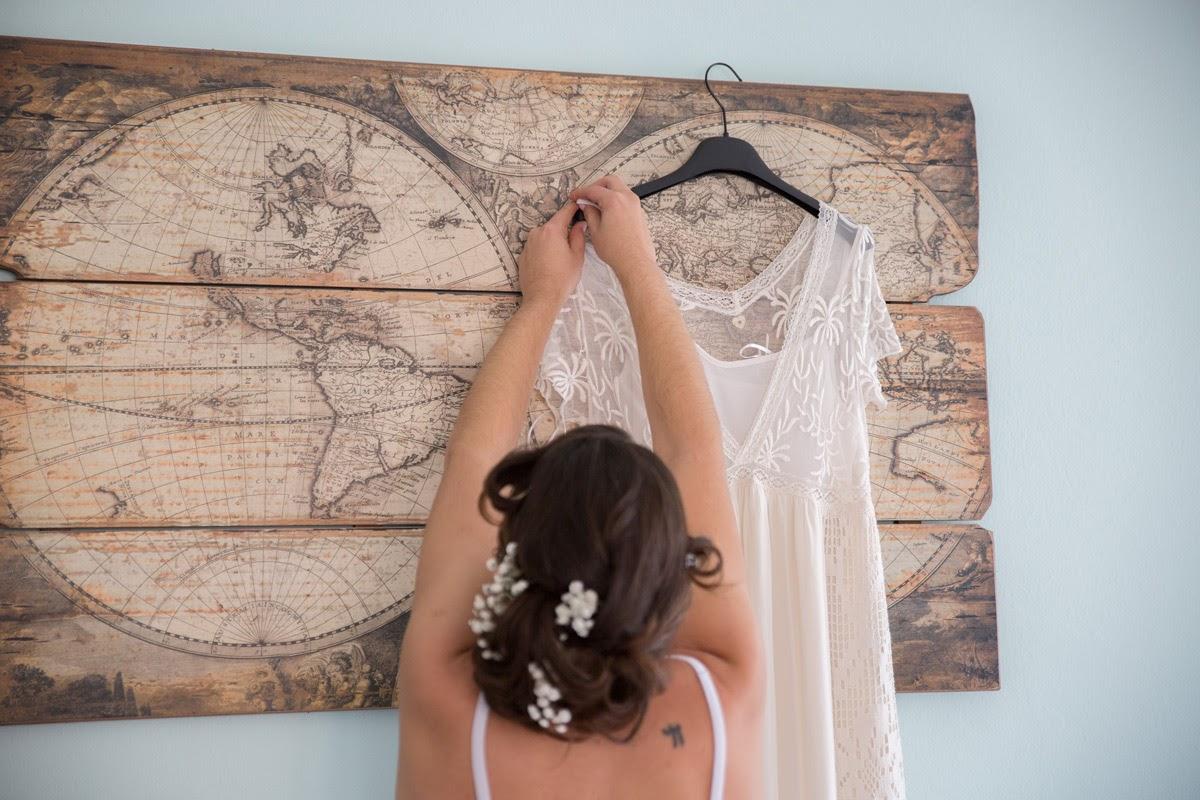 La sposa prende il vestito