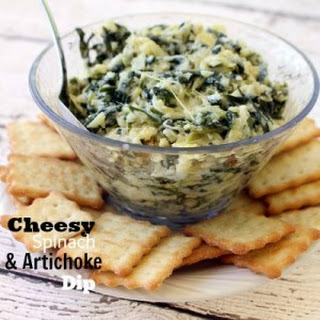 Cheesy Spinach & Artichoke Dip