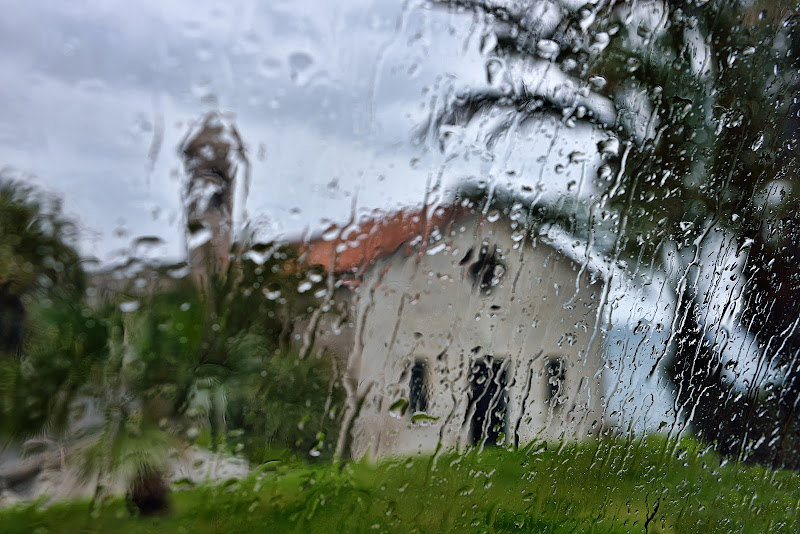 Quando fuori piove ... di Giancarlo Lava