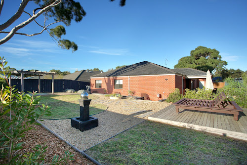 Photo of property at 2 Illawarra Place, Rosebud 3939