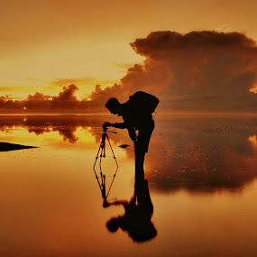 People candid by Wahid Hasyim - Uncategorized All Uncategorized ( beaches, sunset, photographer, shiluette, yellow, beach, sunrise, people, photography, human,  )