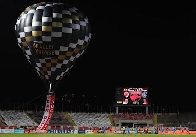 Quand des ultras du Dinamo Bucarest survolent le stade en montgolfière