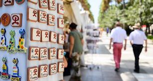 El concurso entre los artesanos que participan en la Feria Alfaralmería ya tiene ganadores.
