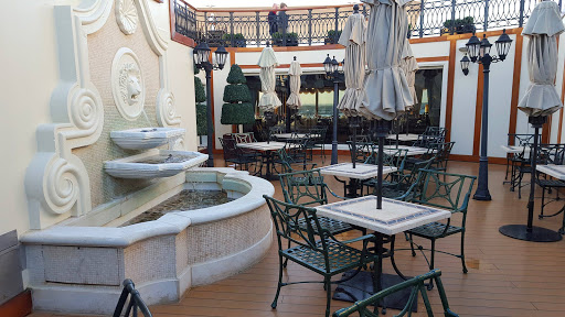 Queen-Victoria-Courtyard-Grills - The Courtyard Grills on Queen Victoria is available to guests who opt for a premium package.