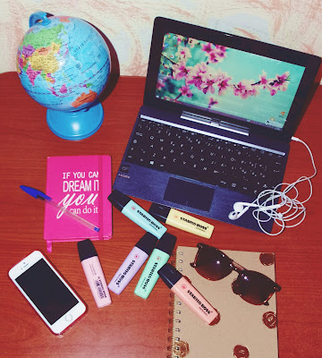 my own desk. di micphotography