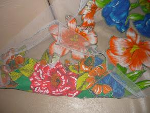 Photo: Manta de tule e aplicações de chita. http://celiamartins.blogspot.com/