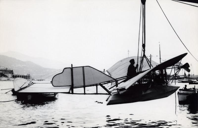 Photo: France-Reportage 116 - En 1910 à Monaco - Le monoplan canot Gabardini.jpg