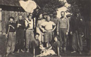 Photo: Talkininkai pas Žygus - mašinavonė. Nuotrauka iš Adelės Gusčiūtės archyvo