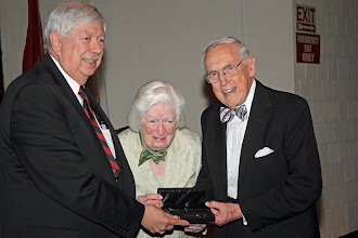 Photo: Mayor Tom Beehan presents Bill and Jeanie Wilcox with a key to the city of Oak Ridge