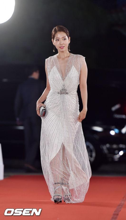 shinhye gown 1