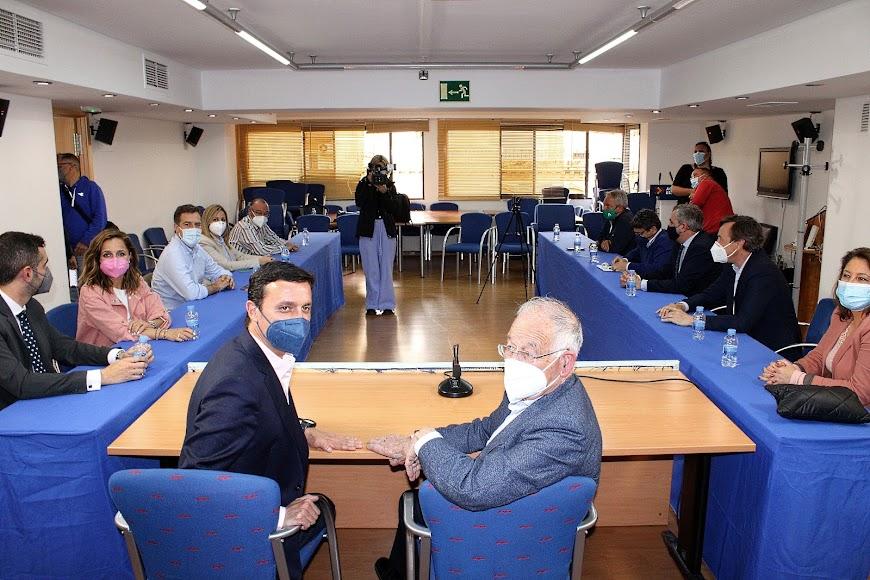 Javier Aureliano García y Gabriel Amat en su comparecencia ante los medios de comunicación.