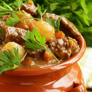 Easy Slow Cooker Beef Stew.