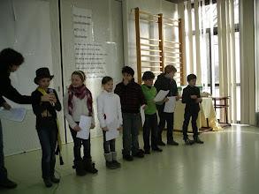 Photo: ons schoolparlement zorgde voor een aantal leuke activiteiten: carnavalfeest, frietjesdag, lievelingsmuziek beluisteren, ... Ja het zijn bezige bijtjes allemaal!